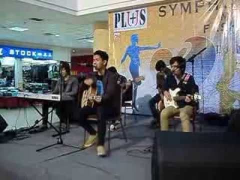 GRIFF - Fix You (Cover) Accoustic at Bandung Trade Centre