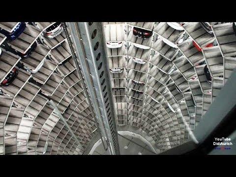 VW Volkswagen Autostadt Turm Wolfsburg ein Fahrt in den 48 Meter hohen Auto Turm Car Tower Discovery