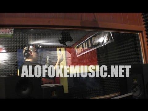 Dentro de un estudio de grabación con el fenómeno musical Bad Bunny (Alofoke En Directo)