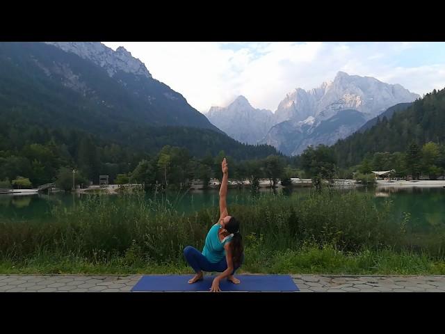 Celostna joga-krajša praksa za moč in stabilnost