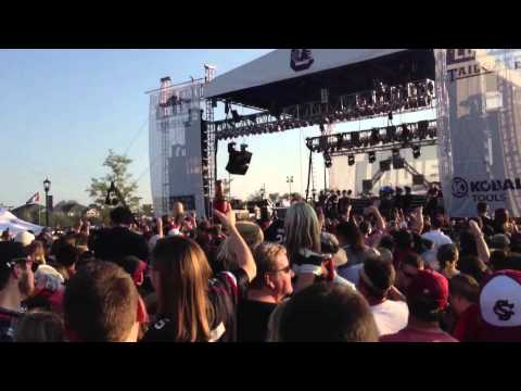 Billy Currington Pretty Good at Drinking Beer at USC v. Georgia Tailgate
