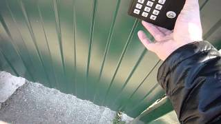 видео Электронный замок на дверь: электромеханический, цифровой, кодовый, установка своими руками