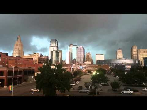 Time lapse: Strong storms Move In To Kansas City