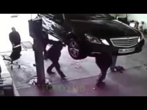 Машины падают с подъемников