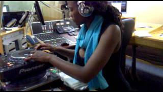 DJ WARONA-(FEMALE DJ)@ Motsweding FM-Mixing- Kalawa Jazmee professor-Ex