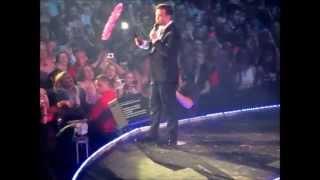 (Medley) RockDJ/Millenium/ComeUndone/OldBeforeIDie/Candy - Robbie Williams (Belfast)