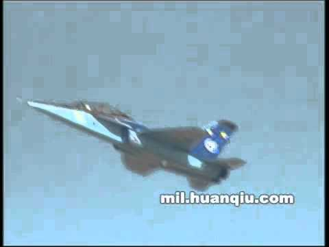 L15猎鹰在迪拜航展 Chinese L-15 Falcon advanced jet trainer