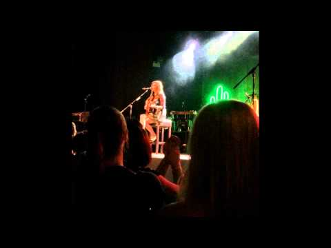 Kacey Musgraves - Cup of Tea live in Manchester June 27th 2014 Give it a moment to focus