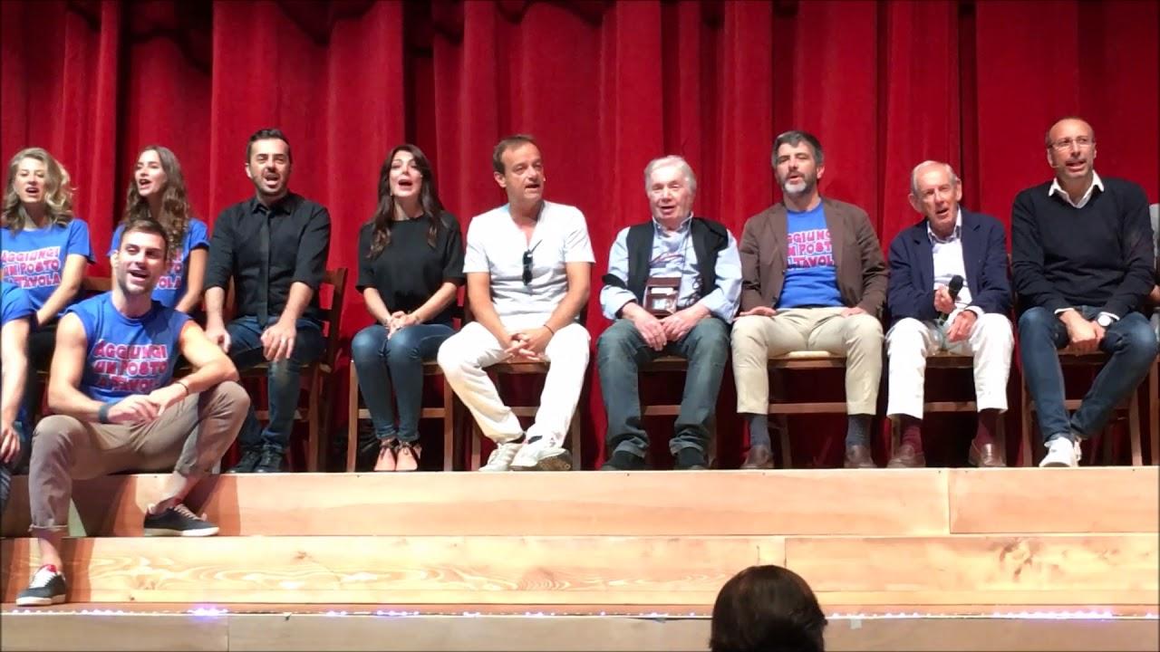 Aggiungi un posto a tavola il cast canta alla presentazione al brancaccio youtube - Aggiungi un posto a tavola clementina ...