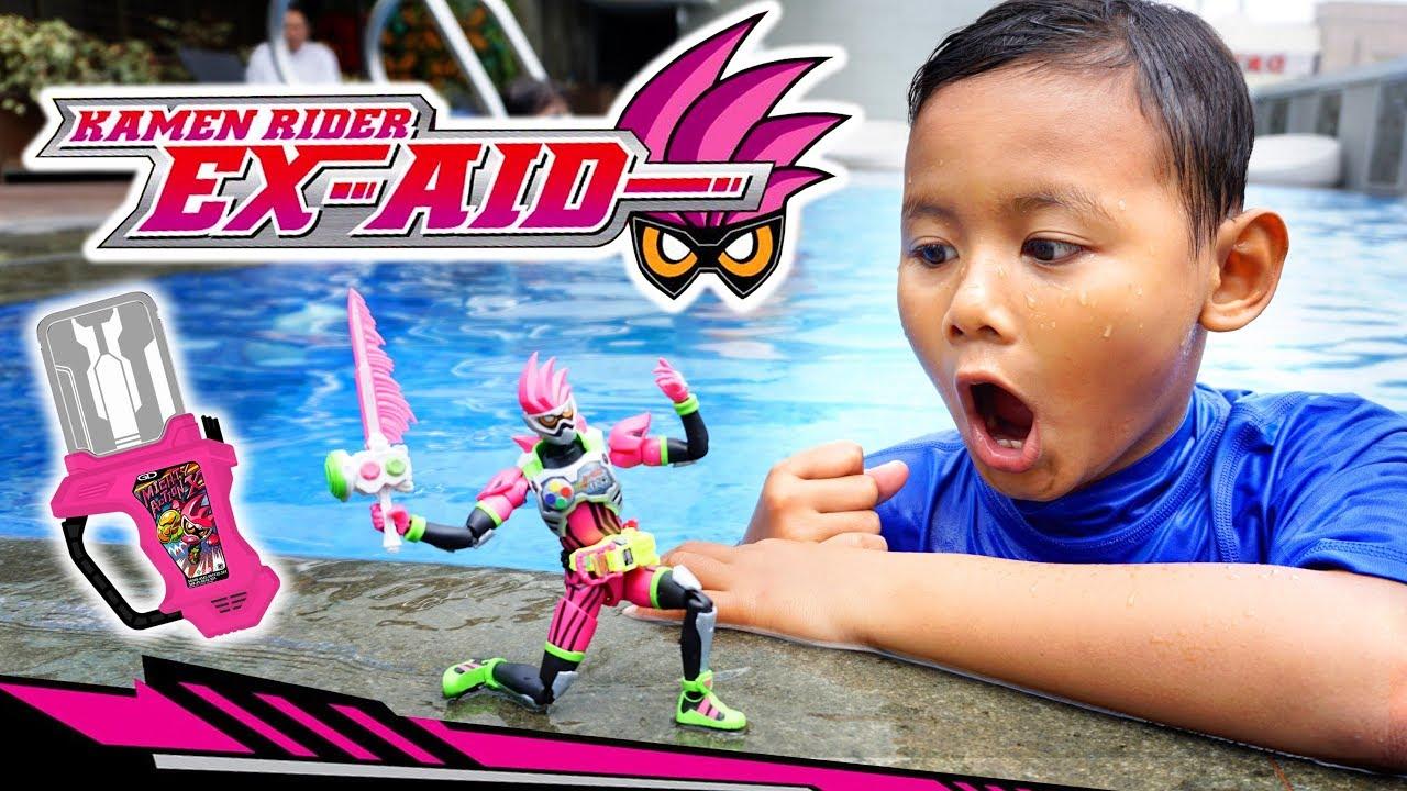 Berenang Bersama Kamen Rider Ex-Aid Henshin | Bermain Mainan Kamen Rider EX-AID RTV