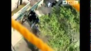 مقتل شاب على ايدى الكلاب الشرطه المصريه mp4