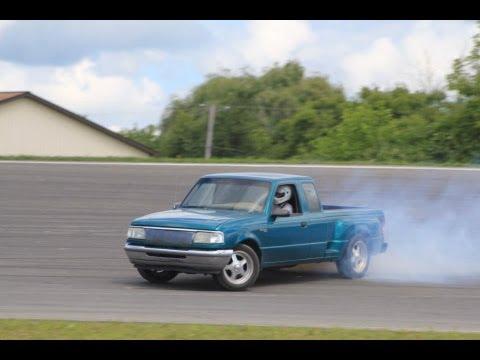 Ford Ranger v8 drifting @ auto city speedway