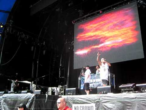 Bliss N Eso- Reflections LIVE- Sydney Big Day Out - HIGH QUALITY