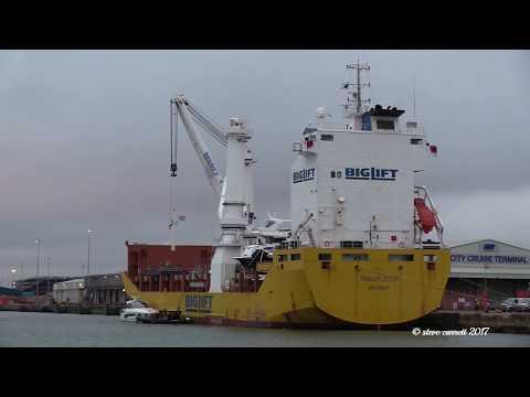 Big Lift Ship 'Transporter' loading yachts Southampton Docks 23/12/17