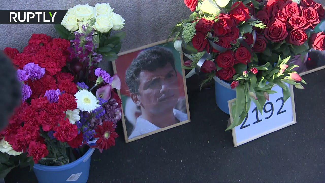 في ذكرى مقتل السياسي الروسي بوريس نيمتسوف.. الزهور في مكان مقتله  - نشر قبل 3 ساعة