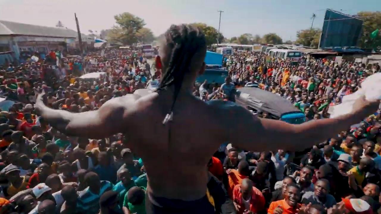 Diamond Platnumz- Amazing fan Love At The Tanganyika Packers 3 ( Kawe)