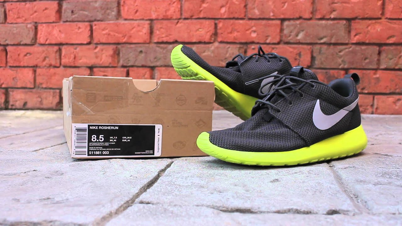 competitive price c19e9 ab414 Quick Look  Nike Roshe Run - Cyber
