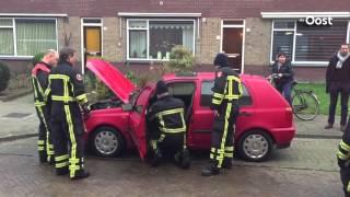 Auto brandt uit in Enschede, kortsluiting oorzaak