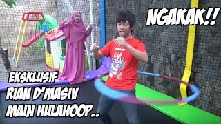 Download Video RIAN D'MASIV DISURUH MAIN HULAHOOP SAMBIL TRAMPOLINE BIKIN NGAKAK wkwkwkw MP3 3GP MP4