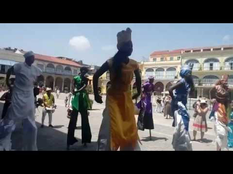 Theater tropa stilts dancing street conga in the center of havana Cuba - Rumba Callejera
