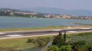 Взлетная полоса на Керкире (Корфу)  самая короткая в Европе(, 2013-08-30T10:29:03.000Z)
