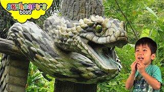 GIANT SNAKES on Reptile Island! Life-like animatronic snakes, cobras, anaconda