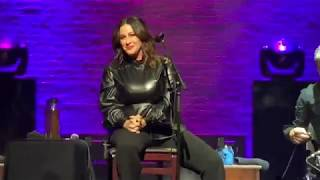 Alanis Morissette - You Oughta Know (Acoustic) (Live at Apollo Theater, 12-2-19) (4K, HQ Audio)
