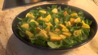 Легкий салат с форелью и карамелизованным апельсином