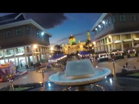 Walking along Bandar Seri Begawan's Pedestrian Mall toward Masjid Omar Ali Saifuddien