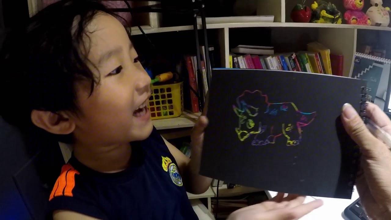 Bé Tôm học vẽ khủng long ba sừng và khủng long bạo chúa