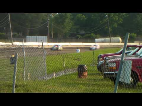 Orange County Fair Speedway 6-19-2010 Modified Heat McKee clip