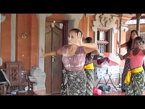 Balinese dance lessons to live music