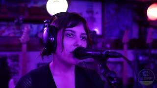 Haunts Me by Fauvely (Live at DZ Records)