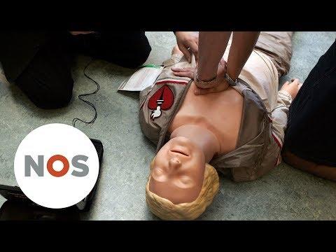 RODE KRUIS: Gebruik AED, reanimeren is niet moeilijk