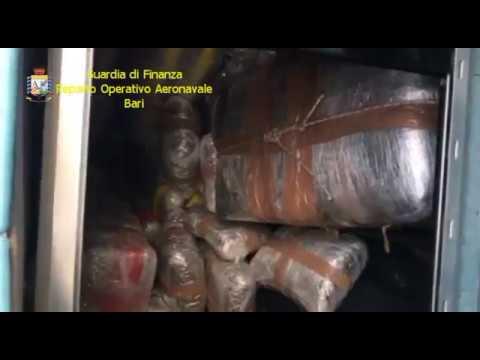 Ora News - Itali, kapet skafi me 550 kg marijuanë nga Shqipëria, pranga skafistëve