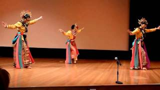 traditional indonesian dance - ngarojeng