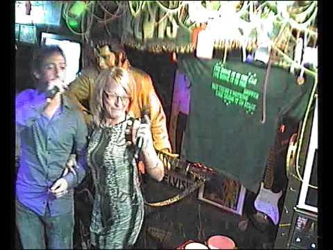 Dino Lenny singt La americano im Karaoke Fun Pub Stuttgart http://www.funpub.de