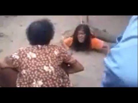Clip thần rắn nhập vào người phụ nữ ở thái lan Kinh Hoàng