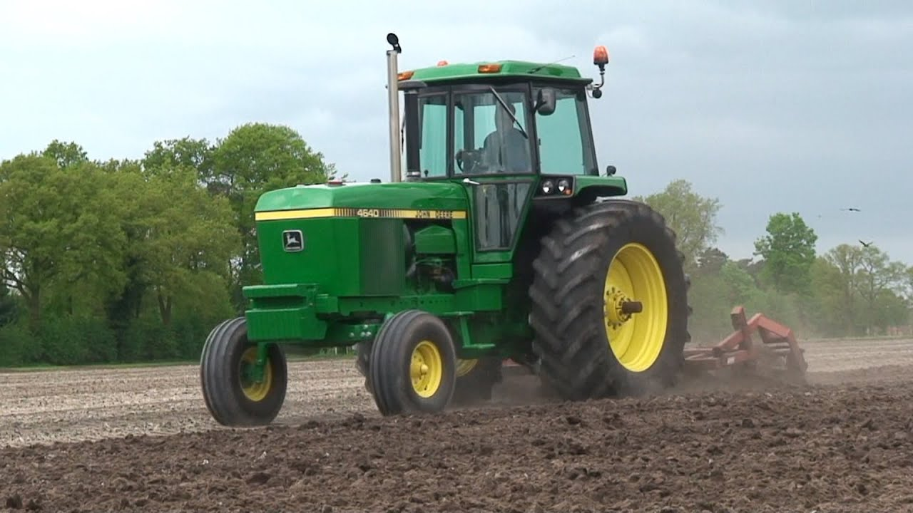 Cultivating With A John Deere 4640