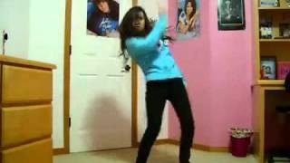 بنت ترقص على اغنية boom boom pow