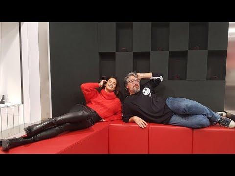 Rádio Comercial | Sara Sampaio ensina poses sensuais às Manhãs da Comercial