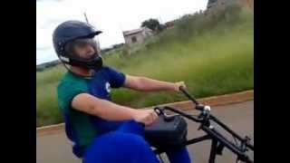 Moto com motor estacionário