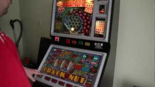 BARCREST RETRO FRUIT MACHINE crack the nut