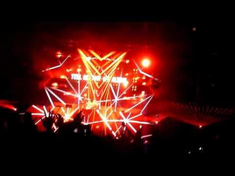 "armin-van-buuren-""intense""-album-tour-(full-set)-|-philly-5.10.13-[hd]"