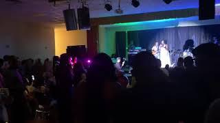 Baixar Mel c live performance of her single ( I love you )
