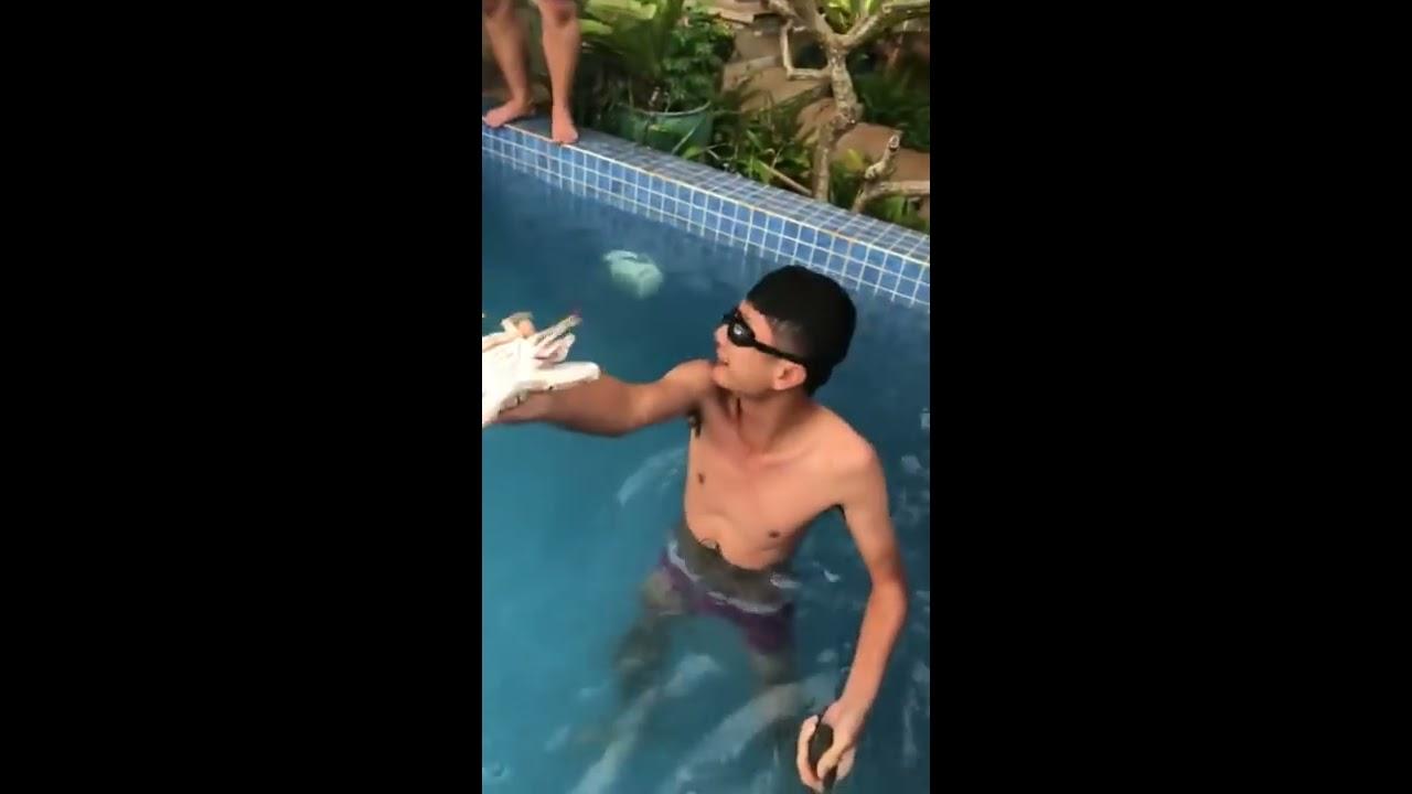 Fap TV Huỳnh Phương - Thái Vũ - Vinh Râu  bắt hải sản trong hồ bơi !!!