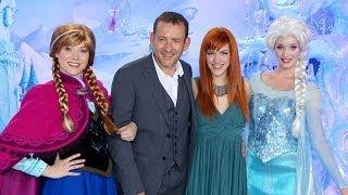 Repeat youtube video La Reine des Neiges - Avant-première à Disneyland® Paris - Exclusif | HD