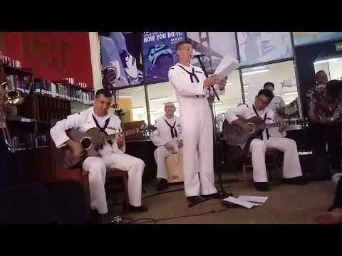 Orang Amerika nyanyi lagu Akad (payung teduh)