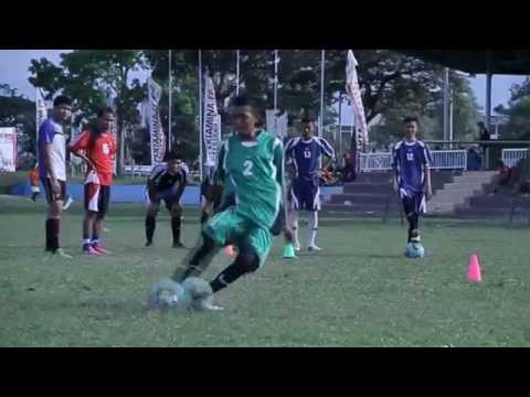 Teknik Dasar Permainan Sepak Bola - YouTube