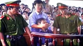 [Sốc]-Linh mục Nguyễn Văn Lý nói về Bản Di Chúc Cuối Cùng và bức ảnh ở toà án gây chấn động Thế Giới